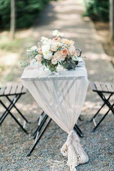 Outdoor organic wedding reception ⎪Elizabeth Fogarty Photography ⎪see more on: http://burnettsboards.com/2015/08/ethereal-virginia-wedding/