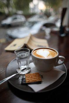Coffee Latte Art, Coffee Cafe, My Coffee, Coffee Drinks, Best Coffee, Coffee Shop Aesthetic, Aesthetic Food, Cocoa Tea, Good Morning Coffee