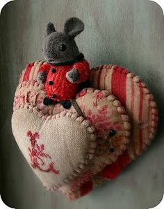 Happy Valentine Day pin cushion by 'Mouse Droppings Fine Folk Art' by handcrafted designer, Susan Pilotto Felt Crafts, Fabric Crafts, Sewing Crafts, Sewing Projects, Sewing Kits, Needle Book, Needle And Thread, Needle Felting, Softies