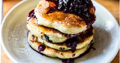 Clinton Street Baking Co.'s Famous Blueberry Pancakes (top with cinnamon) Blueberry Compote, Blueberry Pancakes, Pancakes And Waffles, Buttermilk Pancakes, Yogurt Pancakes, Chocolate Chip Pancakes, Super Fluffy Pancakes Recipe, Homemade Pancakes, Brunch Recipes