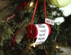 A árvore de Natal deve ser montada só no dia 30 de novembro, mas até lá, veja algumas ideias de enfeites para ela! - Veja mais em: http://vilamulher.com.br/artesanato/galeria-de-ideias/6-enfeites-de-arvore-de-natal-para-voce-mesma-fazer-680693.html?pinterest-destaque
