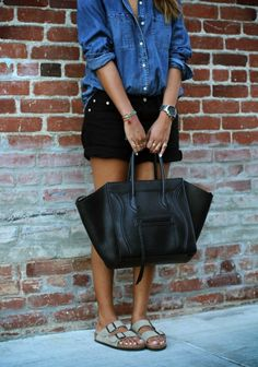 Over sized bag, shorts, denim shirt and Birkenstock. Perfecto!