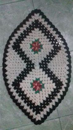 62 Super ideas for crochet table runner christmas doily patterns Mandala Au Crochet, Crochet Feather, Crochet Doilies, Crochet Shell Stitch, Crochet Hook Set, Crochet Stitches, Diy Crafts Crochet, Crochet Home, Yarn Crafts