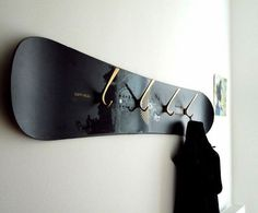 Altes Skateboard als Flurgarderobe Snowboard ? Skateboard Furniture, Skateboard Decor, Boys Skateboard Room, Skateboard Outfits, Skateboard Rack, Skateboard Backpack, Deco Surf, Decor Room, Diy Home Decor
