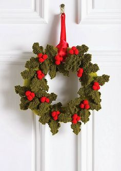 Christmas Holly Wreath pattern by Hayfield Christmas Holly Wreath this is a knit pattern, but can be done in crochet with the pinned holly design on this board Crochet Christmas Wreath, Crochet Wreath, Christmas Knitting Patterns, Holiday Crochet, Christmas Makes, Noel Christmas, Handmade Christmas, Holly Wreath, Xmas Wreaths