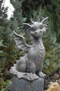 Such a cute dragon Statue Outdoor Statues, Garden Statues, Clay Dragon, Dragon Art, Fantasy Kunst, Fantasy Art, Fantasy Creatures, Mythical Creatures, Dragon Garden