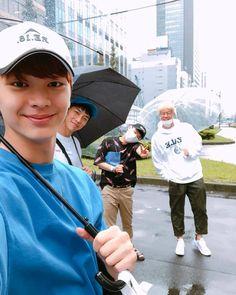 "180930 Sungjae's instagram update: ""#집사부일체 일본여행!(오늘아님) 너무 행복했던 추억 돌아가서 또 화이팅해요!!! "" ""#Master in the House's Japan trip! (Not today) A very happy memory Fighting again when (I) return!!! translation cr (kor-chn): WithSungjae_陆星材个站"" Im Hyunsik, Lee Changsub, Yook Sungjae, Lee Minhyuk, Btob, Lee Sang Yoon, Lee Sung, Sung Jae, Yongin"