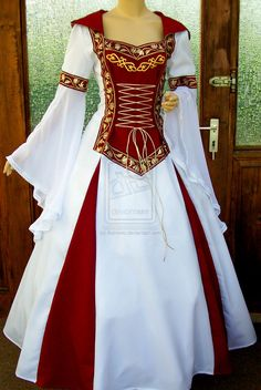 medieval dress - pretty with the white and red. I found my medieval princess dress for Ren Fair 😍❤ Renaissance Costume, Renaissance Clothing, Medieval Fashion, Renaissance Wedding, Old Dresses, Pretty Dresses, Vintage Dresses, Vintage Outfits, Beautiful Gowns