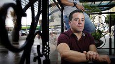 | Expulsos por homossexualidade, ex-sargentos duvidam das mudanças no Código Militar |  Fernando Alcântara e Laci de Araújo, que assumiram sua relação há sete anos, acham louváveis as modificações, mas querem mais avanços.