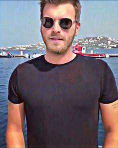 Turkish Men, Turkish Actors, Mirrored Sunglasses, Mens Sunglasses, Mens Tops, Style, King, Luxury, Fashion