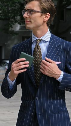 "shibumi-berlin: "" Niels, with our Green Leather Wallet, Brown Tie and… Dapper Gentleman, Gentleman Style, Mens Fashion Blog, Fashion Design, Man Fashion, Fashion Suits, Style Fashion, Pink Pocket Square, Neuer Job"