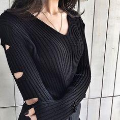 SİYAH V YAKA KOLU DEKOLTELİ KAZAK www.fashionturca.com