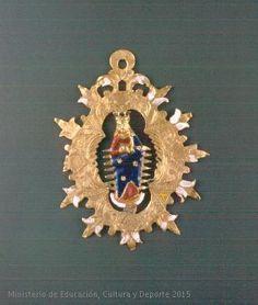 Medallón en oro con imagen de La Virgen.  CE01571