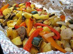 Legume coapte în marinadă: o bombă de vitamine, gusturi și culori! - Bucatarul Lunch Recipes, Great Recipes, Vegan Recipes, Dinner Recipes, Cooking Recipes, Roasted Veggies In Oven, Veggie Bites, Food And Thought, Tasty Kitchen