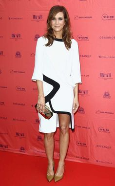 Forgive us, but is this Prabal Gurung frock on Kristen Wiig not just a glorified muumuu? Yes, it's done in trendy blac-and-white, and sure, there's a mini slit up the side. But it still looks dangerously similar to something hanging in our grandma's closet.