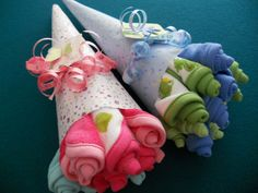 These baby wash cloth bouquets are so adorable and very creative.