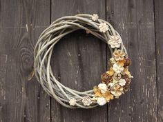 Věneček s keramickými kytičkami
