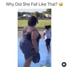 OMG did she twist her leg I hope she was OK and this is a lesson to others to take extra care on icy surface Funny Kid Memes, Stupid Memes, Funny Relatable Memes, Wtf Funny, Funny Posts, Short Funny Jokes, Funny Videos, Funny Laugh, Funny Clips