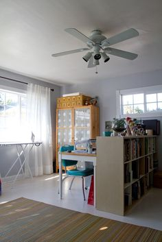 I like the room divider between grownup and kid spaces.