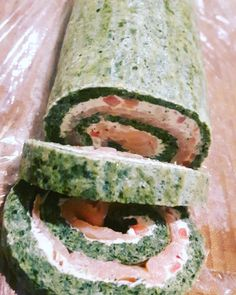 Spinach troulade with salmon- Spinatroulade med laks Spinach troulade with salmon Great Recipes, Healthy Recipes, Healthy Food, Dinner Recipes, Food Inc, Shellfish Recipes, Fish Dinner, Keto Dinner, Easy Food To Make