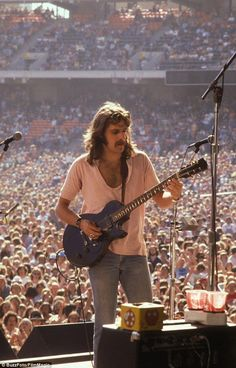 There's Glenn Frey of The Eagles, jamming out on stage back in 1978 during their 'Hotel California Tour'. The Eagles were one of the most successful music acts of the The Eagles, Eagles Band, Eagles Music, Eagles Live, First Ladies, 70s Music, Rock Music, Music Pics, Music Pictures