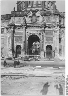 The Berlin City Palace or Berlin Palace (Berliner Stadtschloss aka Berliner Schloss in German) is (partly) getting reconstructed. Berlin City, West Berlin, Berlin Wall, East Germany, Berlin Germany, Historical Architecture, Ancient Architecture, Humboldt Forum, Kaiser Wilhelm