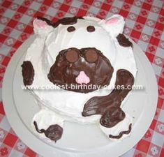 Cow Cake: I made this cow cake for our daughter's 5th birthday.  We had a barnyard theme.  I got the idea for the cake from familyfun.com.  I used a one 8 round