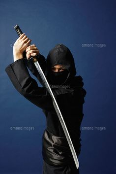刀をかまえる忍者[11004033982]の写真素材・ストックフォト。アマナイメージズでは2500万点以上の高品質な写真素材を販売。オリジナルロイヤリティフリー素材も充実。aicn掲載中の素材も購入可能です。