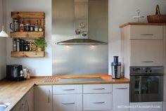 En palle på væggen i køkkenet - før og efter - Bettina Holst Blog