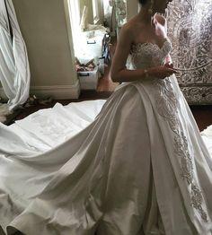 💍💍💍  #moda #acibademmodaevi #modaevi #gelinlik #geceelbisesi #mezuniyetelbisesi #promdress #promnight #weddingdress #bridal #braidsmaidsdress #nedime #istanbulmodaevi #ozeldikim #dress #eveningdress #wedding #houtecouture #couture #gown #partydress #kinaelbisesi #trend #abiye #hijab #turban #hijabifashion #tailored #fashion #islamicfashion