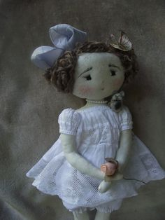 ..cotonnade et dentelles blanches...pour Séraphine...
