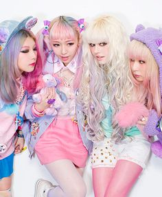 Fairy Kei is a popular subcultures within Harajuku fashion; it is characterized by pastel colours, decora, and child-like elements. Pastel Goth Fashion, Kawaii Fashion, Lolita Fashion, Cute Fashion, Fashion Hair, Japanese Street Fashion, Tokyo Fashion, Harajuku Fashion, Harajuku Style