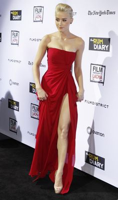 Beautiful celebrities and starlets. Actresses, singers, models and more! Amber Heard Hot, Amber Heard Style, Ellie Saab, Belle Silhouette, Nice Dresses, Prom Dresses, In Pantyhose, Red Carpet Fashion, Beautiful Celebrities