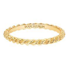 BOUCHERON(ブシュロン)の結婚指輪、セルパンボエムのご紹介です。メゾンの熟練した職人による立体的にツイストされたゴールド細工がふたりの強い結びつきを表現するブシュロンらしいエレガンスなリング。【ゼクシィ】なら、BOUCHERON(ブシュロン)のマリッジリングも多数掲載中。