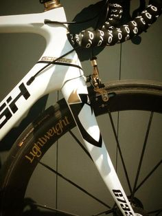 """Somebody is already in 2014...lucky guy and feedbacks are that he really enjoyed his new mistress!! The new GOOMAH G733 custom paint in white pearl. Like every beauty """"she"""" is something special!  #Goomah #roadbike #cycling #procycling"""