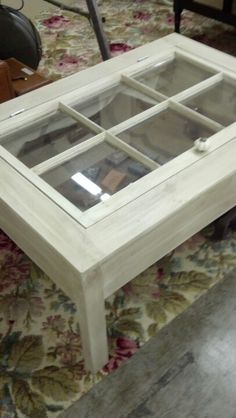 Old window coffee table Window Coffee Table, Window Table, Coffe Table, Window Art, Diy Furniture Decor, Refurbished Furniture, Repurposed Furniture, Pallet Furniture, Outside Furniture