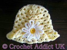Daisy Spring Easter Hat 6 months Spring hat-free pattern size months, hook (H), DK yarn. Newborn Crochet, Crochet Baby Booties, Crochet Beanie, Crocheted Baby Hats, Easter Crochet, Crochet Crafts, Crochet For Kids, Crochet Daisy, Diy Crafts