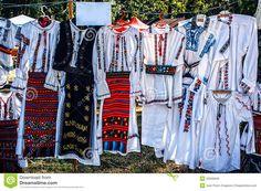 Trajes Tradicionais Romenos - Baixe conteúdos de Alta Qualidade entre mais de 45 Milhões de Fotos de Stock, Imagens e Vectores. Registe-se GRATUITAMENTE hoje. Imagem: 32026645
