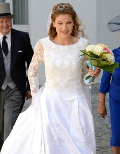 Theresa von Einsiedel arrives for her wedding with Prince Francois von Orleans on 26.07.2014 in Straubing, Germany.
