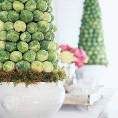 Easy Easter Centerpieces and Table Settings Finally a good use for Brussels sprouts.) TopiariesFinally a good use for Brussels sprouts. Easter Table Settings, Easter Table Decorations, Decoration Table, Easter Centerpiece, Summer Centerpieces, Centerpiece Ideas, Topiary Centerpieces, Setting Table, Diy Osterschmuck