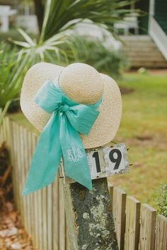 floppy hats & bows WANT! Southern Girls, Southern Charm, Southern Belle, Southern Living, Southern Outfits, Southern Comfort, Turquoise Cottage, Carolina Cup, Monogram Hats