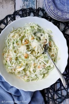 Fruity leek salad - Recipes to try - Nudelsalat İdeen Salad Recipes For Dinner, Chicken Salad Recipes, Healthy Salad Recipes, Creamy Cucumber Salad, Creamy Cucumbers, Pasta Salad, Crab Salad, Mediterranean Quinoa Salad, Healthy Recipes