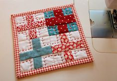 Machine Sewn Binding on a very cute mug rug (or why not make it into a potholder?)