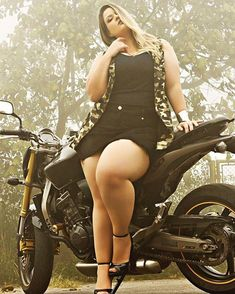 BEAUTIFUL THICK CURVY PAWG BBW # THICK THIGHS