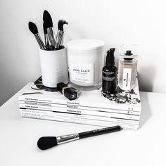Healthy living tips for seniors home care home Makeup Storage, Makeup Organization, Makeup Desk, Makeup Goals, Beauty Makeup, Makeup Tips, Hair Beauty, Kelsey Simone, Estilo Hipster
