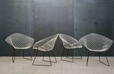 Der Bertoia Diamond Sessel von Harry Bertoia.