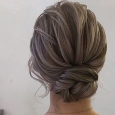 Simple Updo Hair That You Will Want to Try 2019 A chic style of hairstyle that would get you going for all your casual, lazy days, spring mornings, sunny afternoons, su. Chic Hairstyles, Summer Hairstyles, Braided Hairstyles, Wedding Hairstyles, Korean Hairstyles, Evening Hairstyles, Style Hairstyle, Latest Hairstyles, Casual Updo
