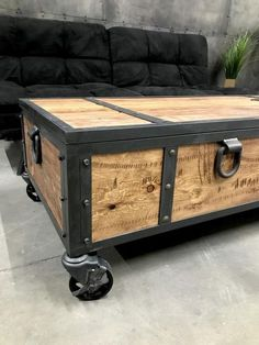 Industrial Locking chest/ rustic coffee table/ storage bench Industrial Locking chest/ rustic coffee table/ storage bench The post Industrial Locking chest/ rustic coffee table/ storage bench appeared first on Couchtisch ideen. Pallet Furniture, Furniture Projects, Rustic Furniture, Cheap Furniture, Luxury Furniture, Modern Furniture, Business Furniture, Modular Furniture, Furniture Movers