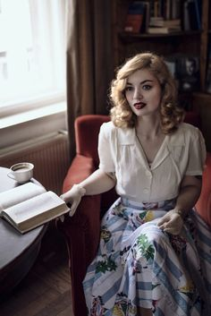 Beautiful 1940s fashion. Model: Vintagemaedchen by Victoria, Photo by Sophia Molek and Clothes by the Seamstress of Bloomsbury. More on http://vintagemaedchen.de/1940s-fashion/. #Nostalgia #VintageStyle #40sStyle