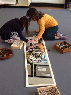 Mirror and loose parts play